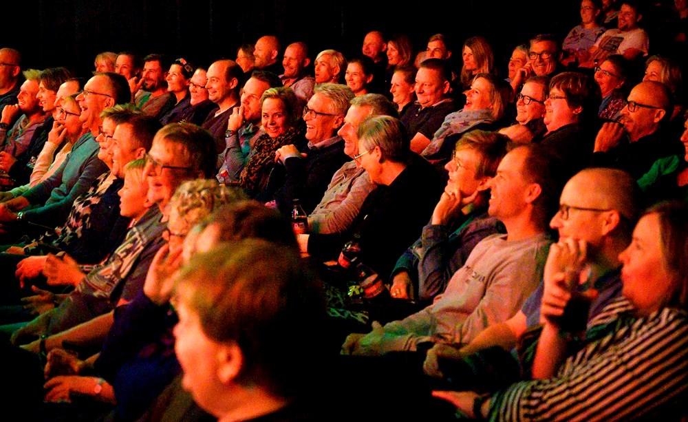 Publikum fik masser af gode grin i Kino Den Blå Engel. Foto: Jens Nielsen
