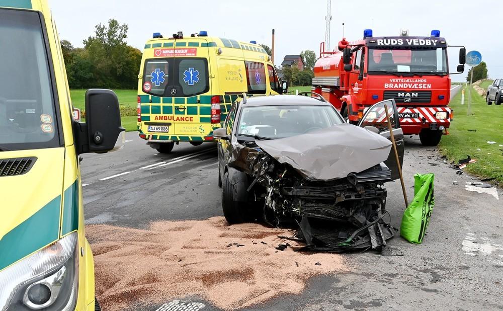 Der skete store skader på begge biler i forbindelse med færdselsuhedlet. Foto: Jens Nielsen