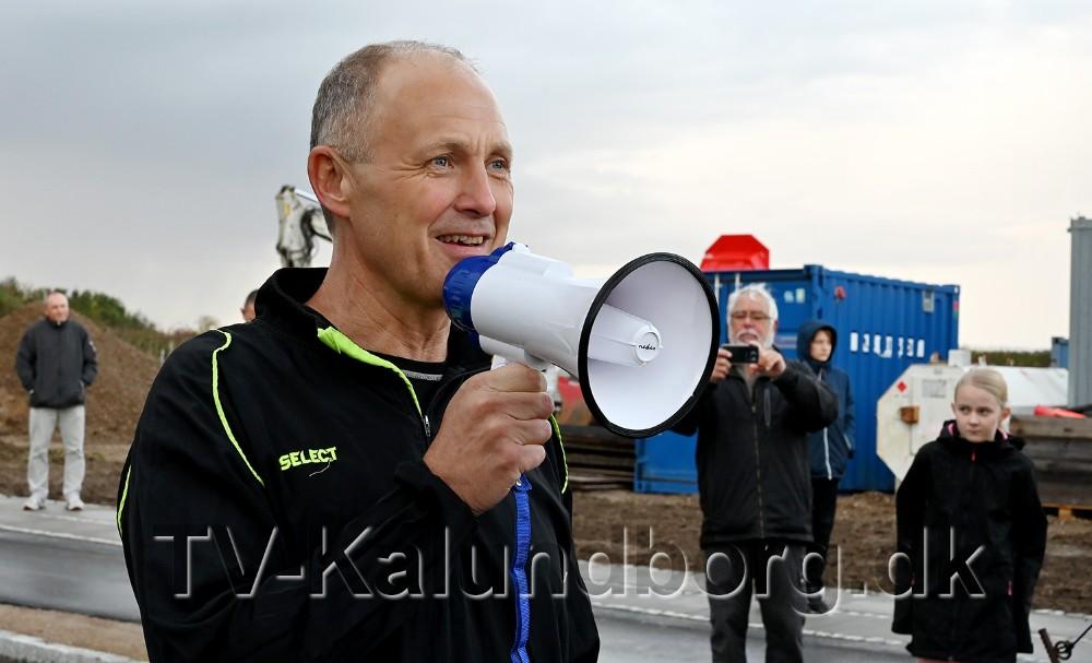 Borgmester Martin Damm sendte de mange løbere afsted. Foto: Jens Nielsen