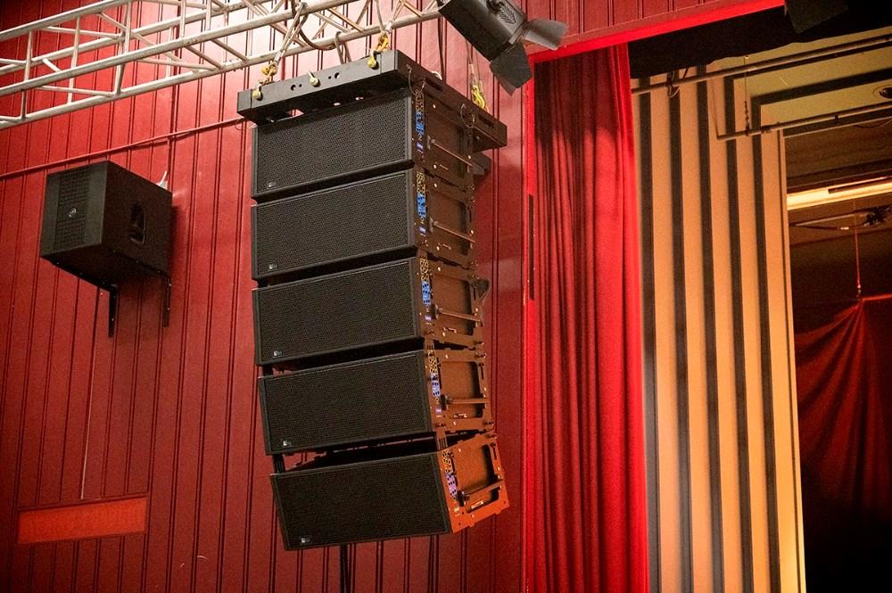 De nye højtalere fra Meyer Sound var for første gang i brug i lørdags i Kalundborghallen. Foto: Jens Nielsen