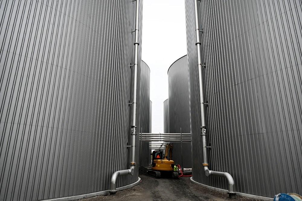 Nu er der seks store tanke på hver 9.500 kubikmeter på Kalundborg Bioenergi. Foto: Jens Nielsen