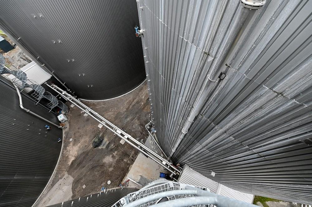 De seks reaktorer er 23 meter høje. Foto: Jens Nielsen
