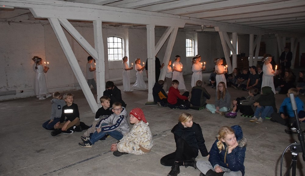 Alle klasser sad med god afstand mellem sig grundet corona restriktioner. Foto: Gitte Korsgaard.