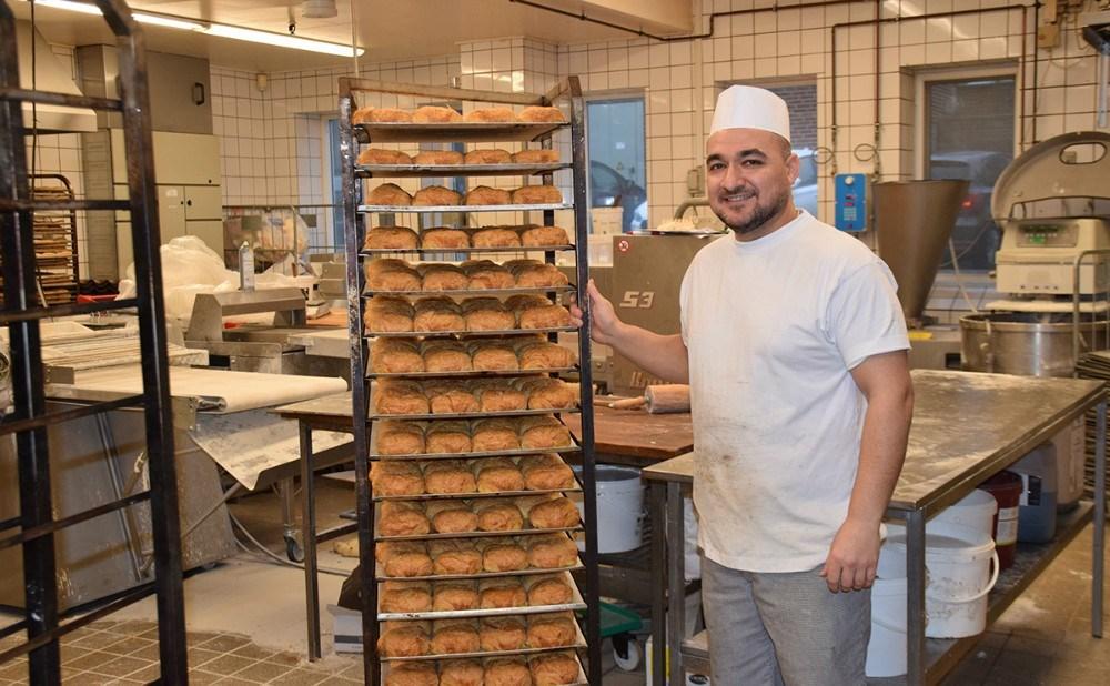 Mohammad Ali er bagerelev i Kvickly Kalundborg efter, at han har fuldført IGU uddannelsen samme sted. Foto: Gitte Korsgaard.