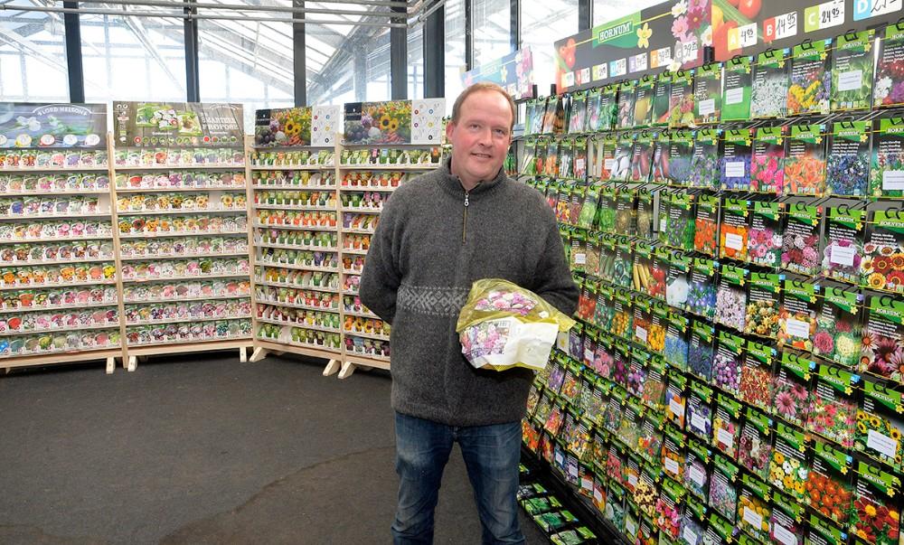 Hele 800 forskellige poser med før kan kunderne vælge imellem. Foto: Jens Nielsen