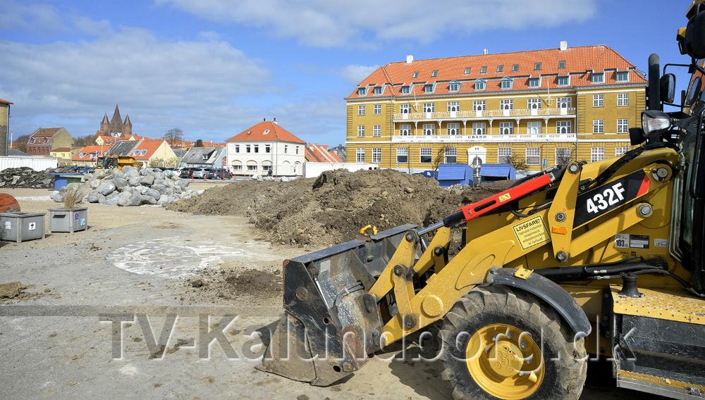 Maskiner og mandskab er rykket ind i den kommende Havnepark. Foto: Jens Nielsen