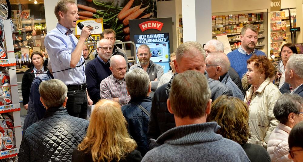 Købmand Peter Egebæk bød velkommen. Foto: Jens Nielsen