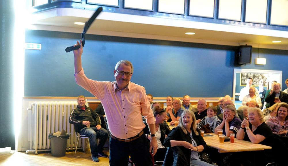 Svigerfar Niels-Erik Sørensen fik sit slips tilbage. Foto: Jens Nielsen
