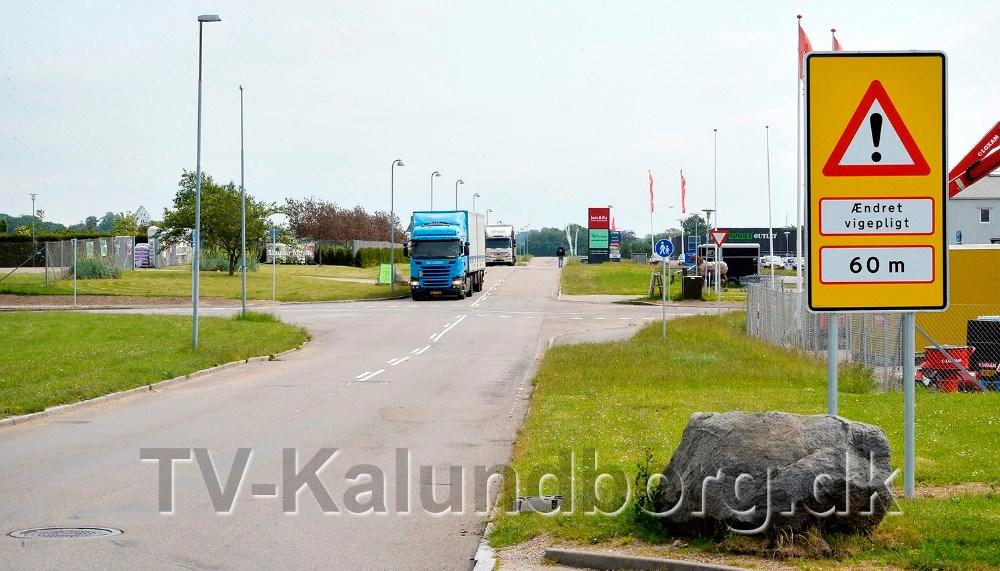 Store skilte gør bilisterne opmærksom på ændringen. Foto: Jens Nielsen