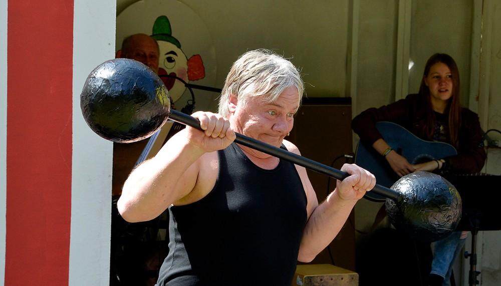 Anders Nielsen som stærke Adolf. Foto: Jens Nielsen