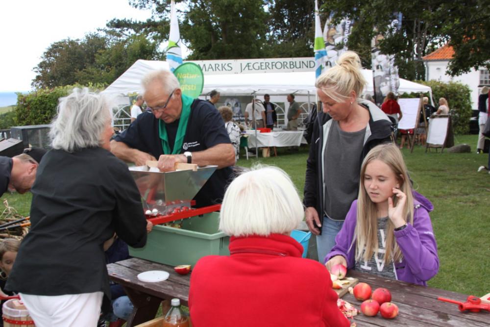 På Naturens Dag på Røsnæs kunne man presse æbler. Foto: Gitte Korsgaard.