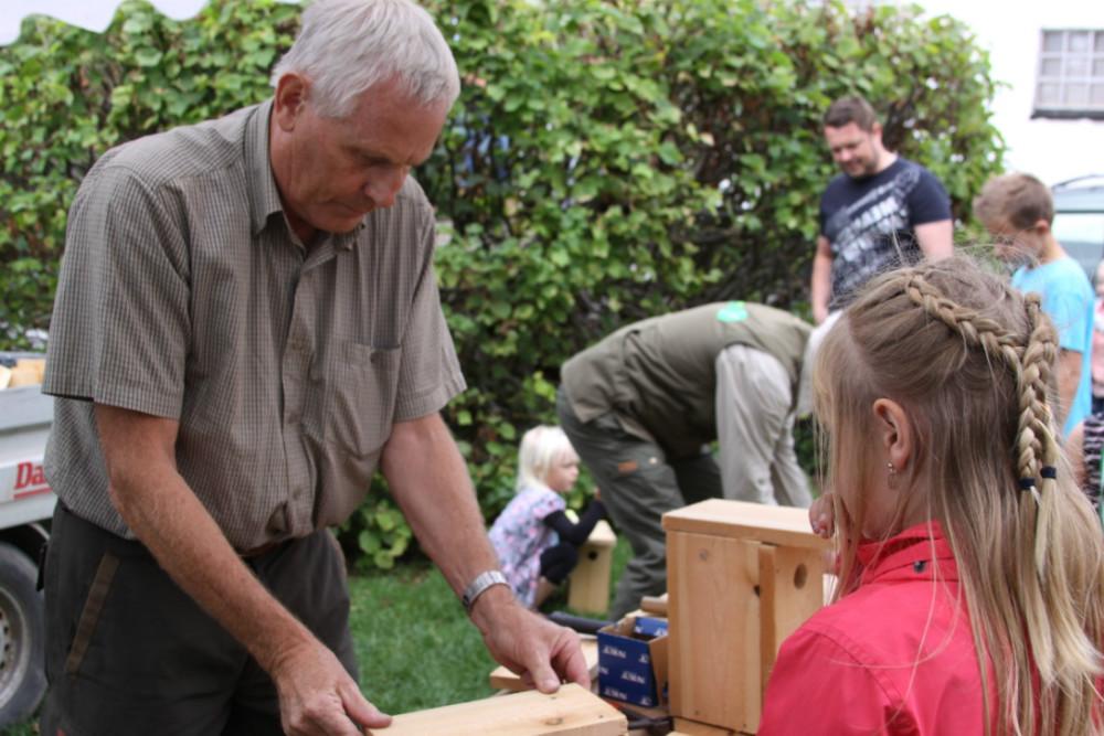 Der bliver lavet fuglehuse på Naturens Dag på Røsnæs. Foto: Gitte Korsgaard.