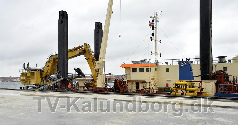 Gravemaskinen Mjølner R ligger klar i Kalundborg Havn og er klar til gå i gang med arbejdet. Foto: Jens Nielsen