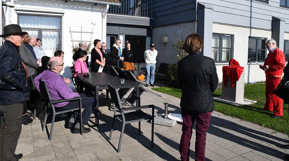 •Anders Villadsen, formand for Esbernhus' bestyrelse, taler forud for afsløringen af skulpturen. Foto: Claus Sørensen