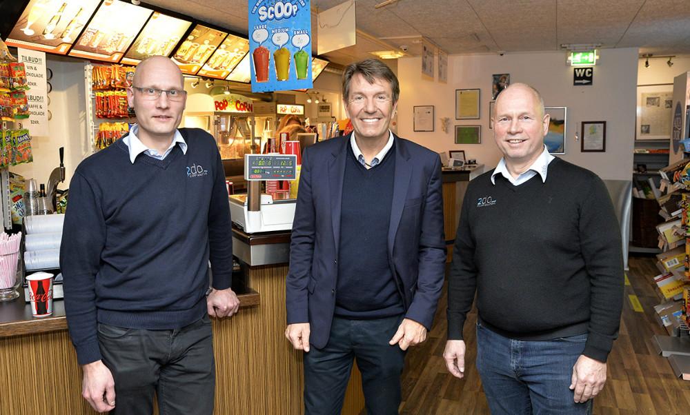 Indehaverne af 2do it, Danny Månsson og Tommy Jensen sammen med den kendte erhvervsmand Erik Damgaard. Foto: Jens Nielsen