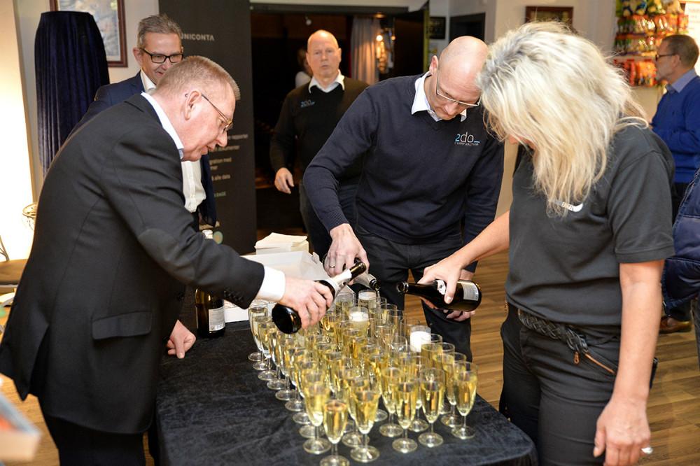 Der var vin og kransekage til deltagerne. Foto: Jens Nielsen