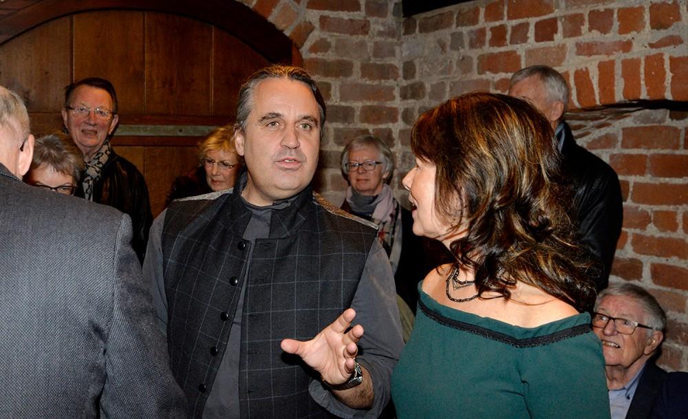Thomas Kluge i snak med Aase Due. Foto: Jens Nielsen