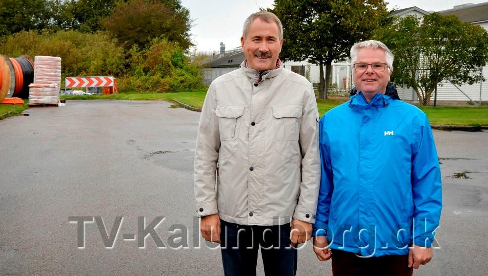 Niels Erik Sørensen sammen med daværende formand for grundejerforeningen, Palle Lykke Jensen. Bag ved er vejen nu etableret. Billedet er fra 2017. Foto: Jens Nielsen