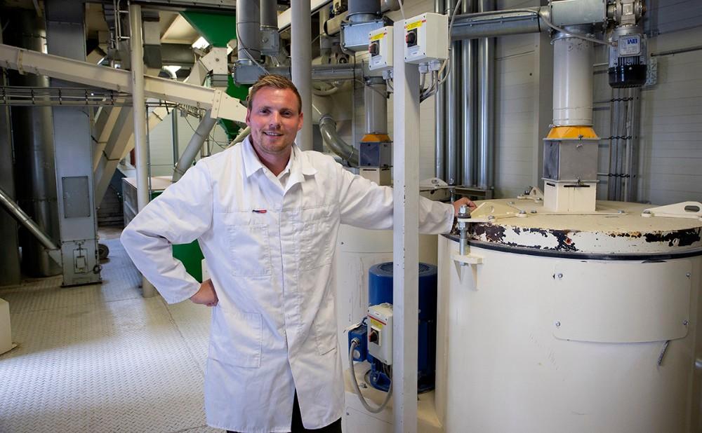 Peter Mejnertsen i det moderne mølleri. Foto: Jens Nielsen