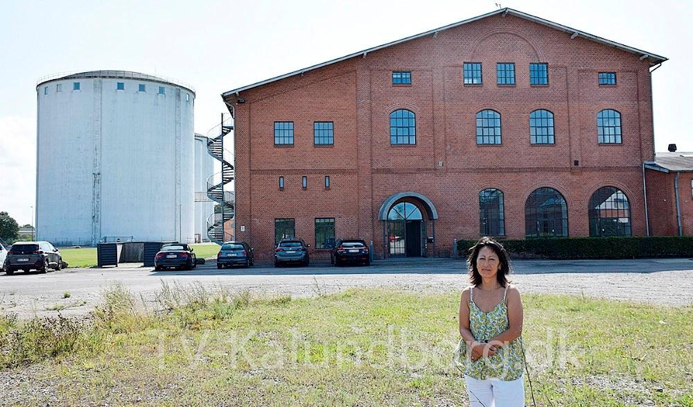 Lulu Harms Larsen har åbnetop for muligheden for fine kontorlokaler i Den GamleSukkerfabrik i Gørlev. Foto: Gitte Korsgaard.
