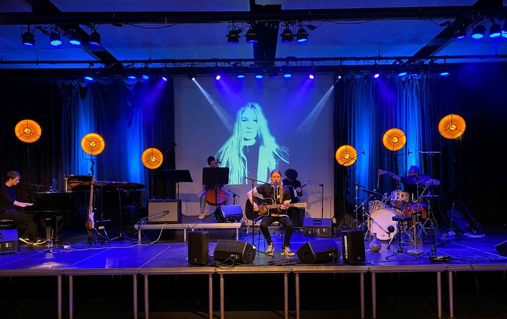 Fredag aften blev der afholdt gallakoncert på Musisk Skole for Dina Kristensen. Privatfoto.