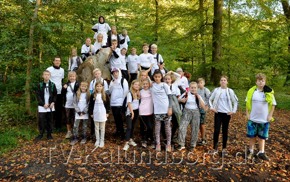 De to 5. klasser samlet før den 10 km. lange tur gennem Jyderupskoven. Foto: Jens Nielsen
