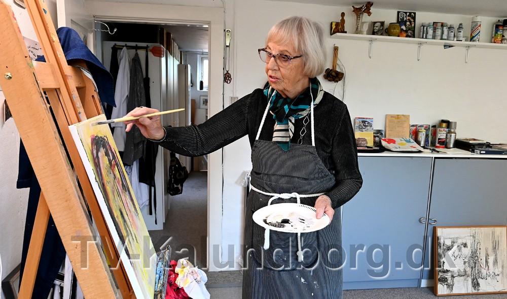 Grete Balle i sit atelier i kælderen. Foto: Jens Nielsen