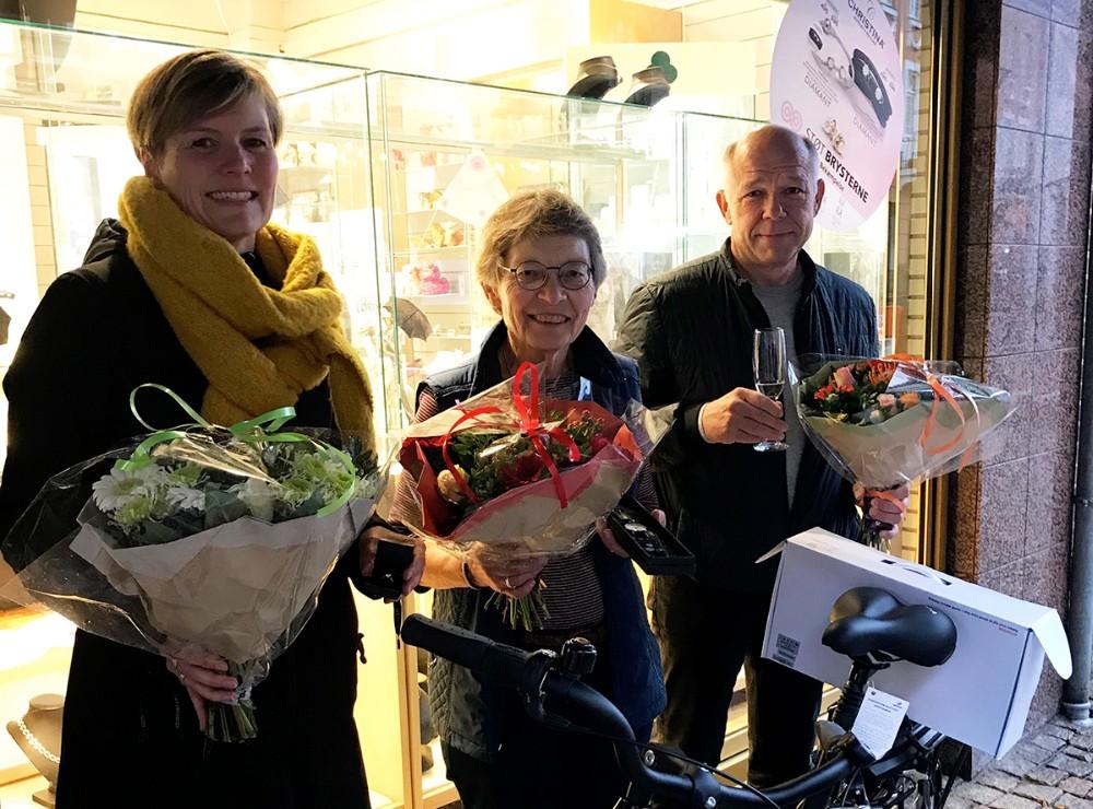 De tre heldige vindere, fra venstre, LoneAndersen,Birgitte Westerholm ogMorten Spanggård. Privatfoto