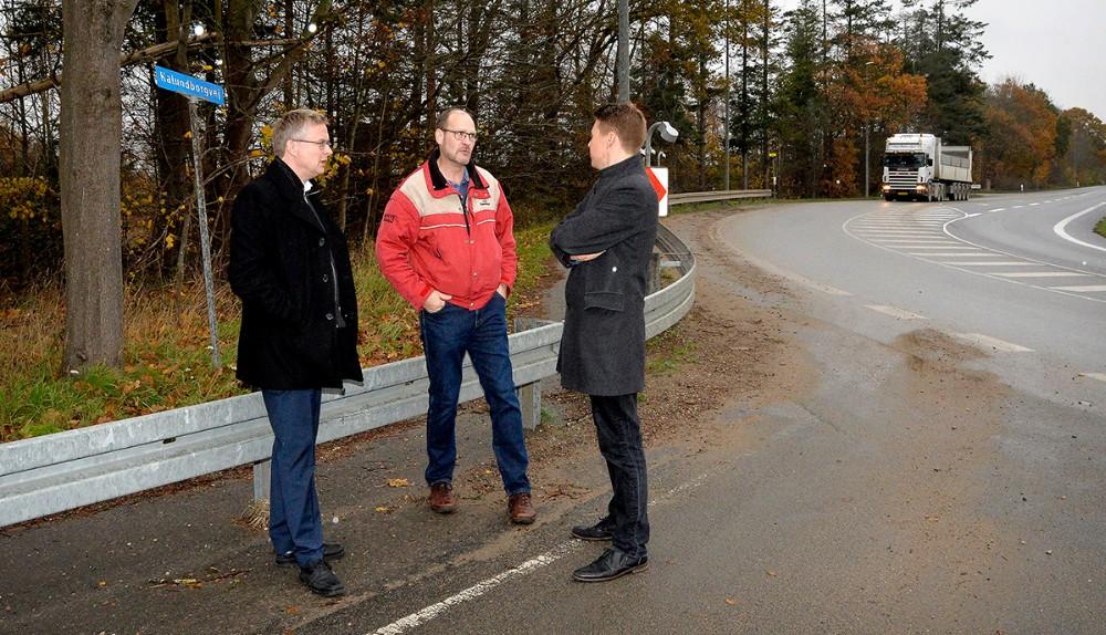Jacob Jensen og Rasmus Horn Langhoff i snak med Per Isaksen. Foto: Jens Nielsen