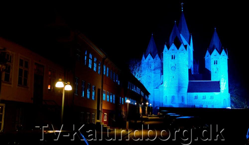 Vor Frue Kirke vil være badet i blår lys på torsdag aften. Arkivfoto: Jens Nielsen