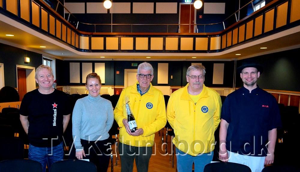 Holdet bag nytårskoncerten på Postgaarden, Morten og Trine Nystrup fra Postgaarden, Flemming Larsen og Hans-Henrik Nielsen fra Lions og slagtermester Mark Hansen fra Kvickly Kalundborg.