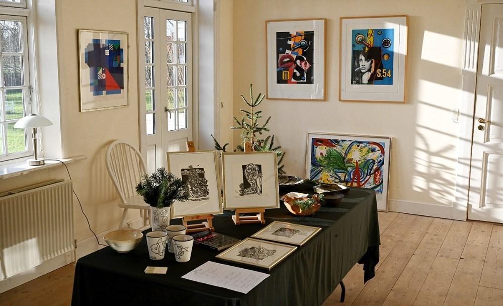 Galleri Gry udstiller i stuehuset. Foto: Jens Nielsen.
