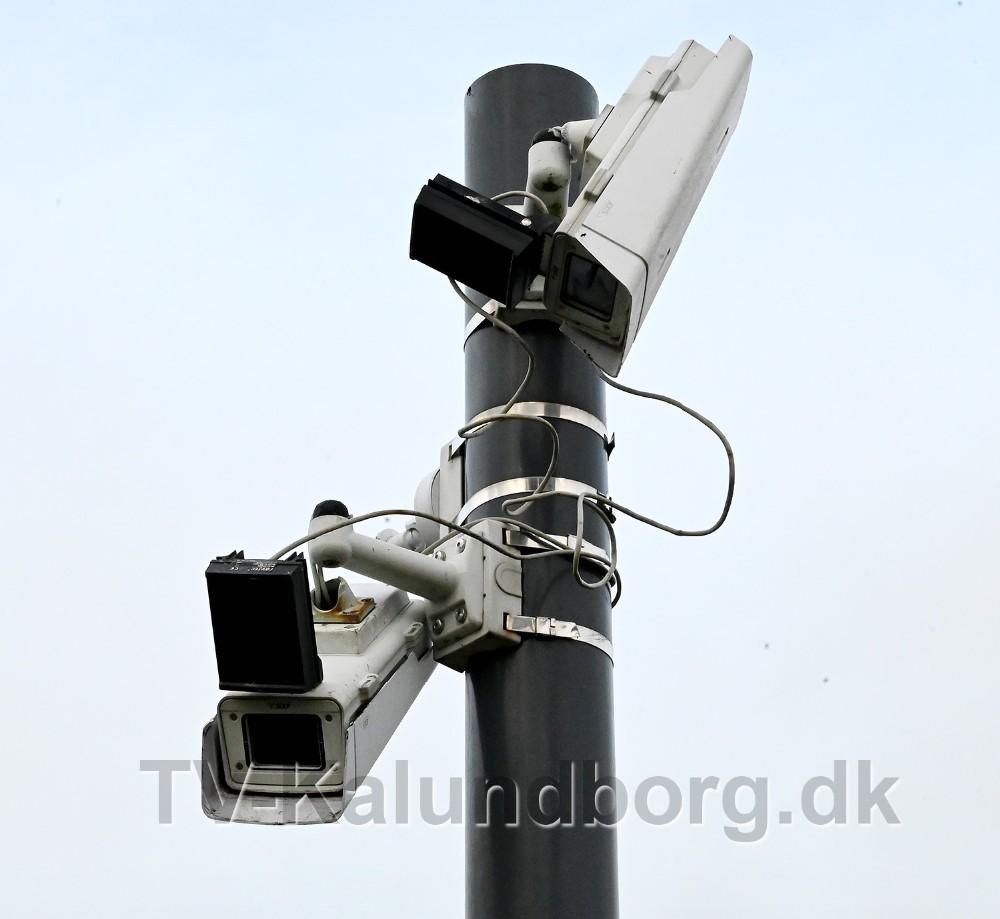 Der er også sket hærværk på overvågnings kameraerne på parkeringspladsen.  Foto: Jens Nielsen