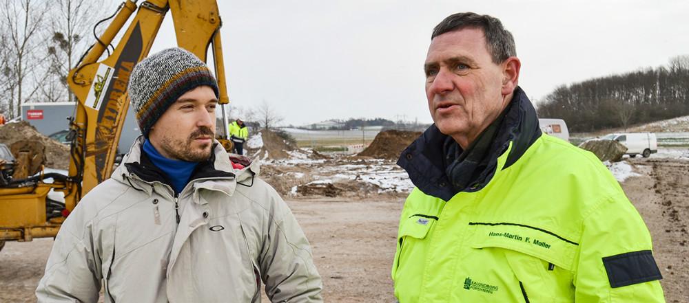 Franske Thomas Hamon er tidligere verdensmester indenfor BMX. Her sammen medHans-Martin Friis Møller, der er direktør for Kalundborg Forsyning. Foto: Kalundborg Forsyning