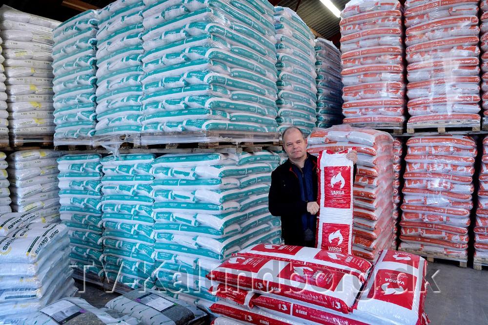 JMS Granit sælger også træpiller, brænde, briketter og gas. Foto: Jens Nielsen