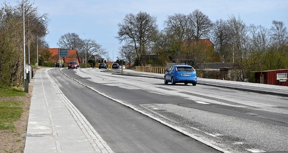 Nu skal den sidste asfalt lægges på Holbækvej, på strækningen fra Stejlhøj til rundkørslen ved Meny. Foto: Jens Nielsen
