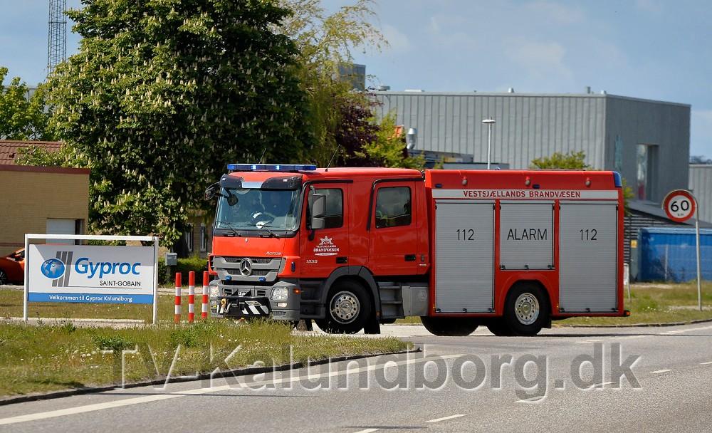 Mandskab fra Vestsjællands Brandvæsen kørte til brand på Gyproc mandag eftermiddag. Foto: Jens Nielsen