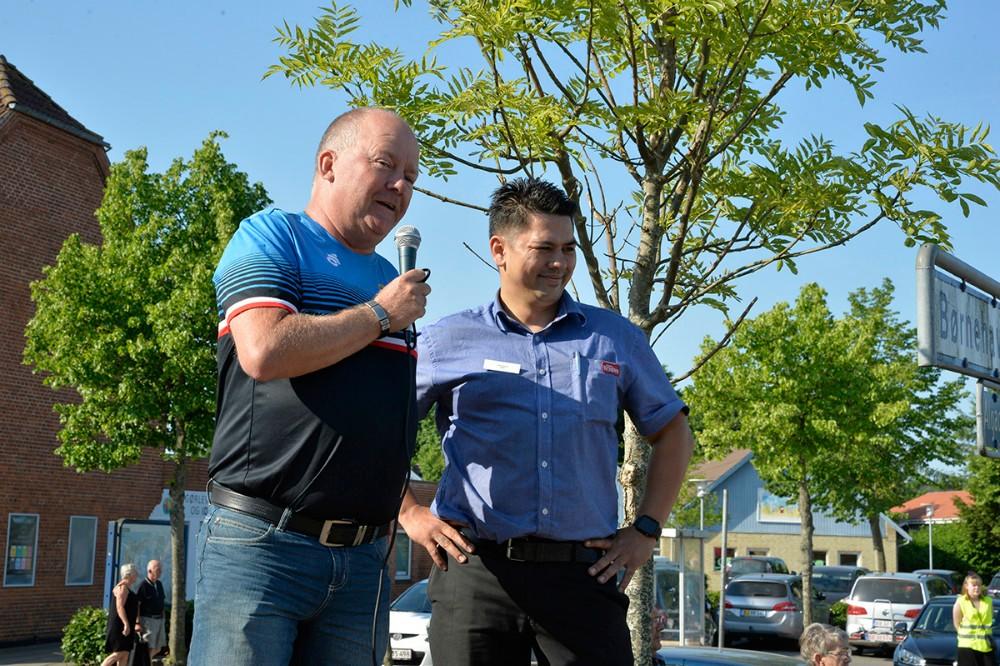 Peter Henriksen fraEvent4Cykling, Gørlev, sammen medSteffen Vincent, uddeler i SuperBrugsen, Gørlev, ved sidste års SuperBrugsen Løbet. Arkivfoto: Jens Nielsen