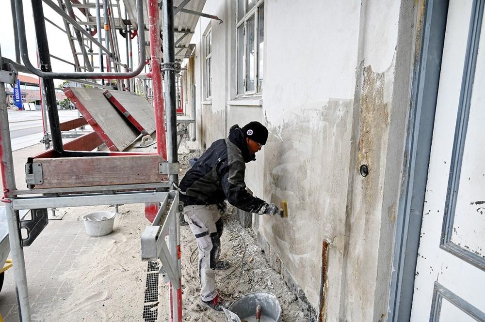 Medarbejderne fra TG Byg er godt i gang med at renovere Slagelsehus i Kalundborg. Foto: Jens Nielsen