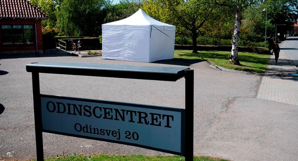 På Odinscentret i Høng er der sat et telt op foran plejecentret, hvor pårørerne kan møde deres plejehjemsbeboerne. Foto: Jens Nielsen