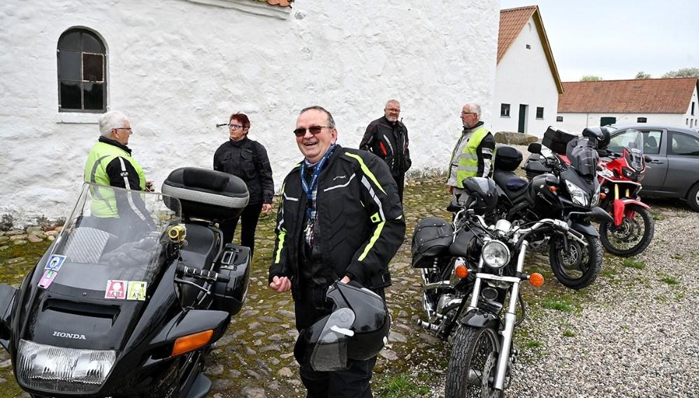Niels Kristiansen fra Svebølle, i midten af billedet, har fået ideen til bikergudstjenesten. Foto: Jens Nielsen