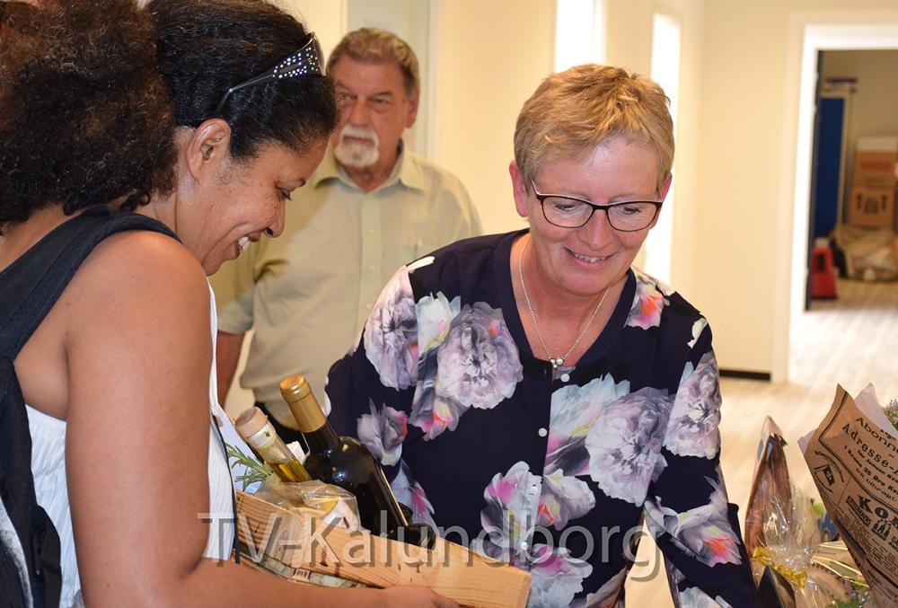Laila Bregner Carlsen fik mange gaver i dag ved sin afskedsreception. Foto: Gitte Korsgaard