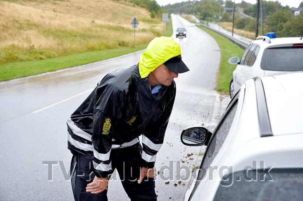 Flere bilister blev gjort opmærksom på at de manglede lys i en forlygte. Foto: Jens Nielsen