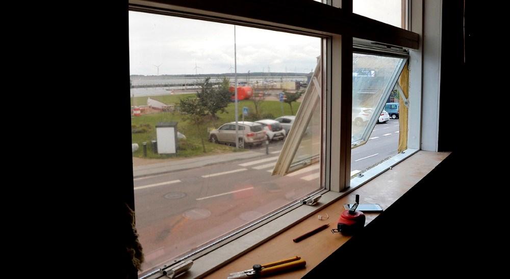 Der er flot udsigt til havneparken og vandet fra lejligheden. Foto: Jens NIelsen