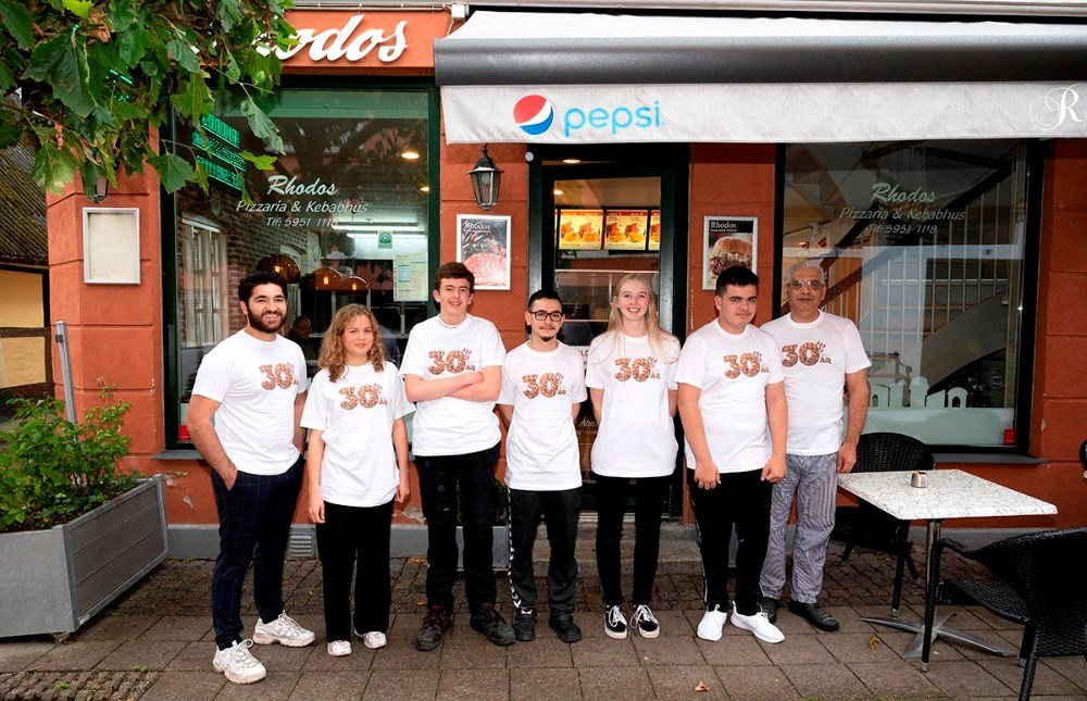 Personalet hos Rhodos Pizzeria i Skibbrogade. Foto: Jens Nielsen
