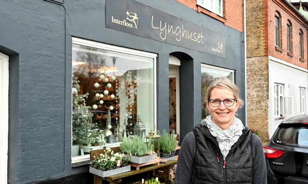 Charlotte Hansen er klar til at tage imod kunderne i hendes helt nye blomsterforretning på Algade i Gørlev. Foto: Jens Nielsen