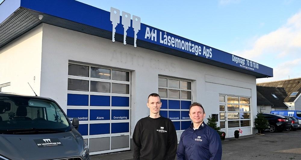 Fra venstre, Paw Jensen, daglig leder ogKlaus Honoré, indehaver af A/H Låsemontage. Foto: Jens Nielsen