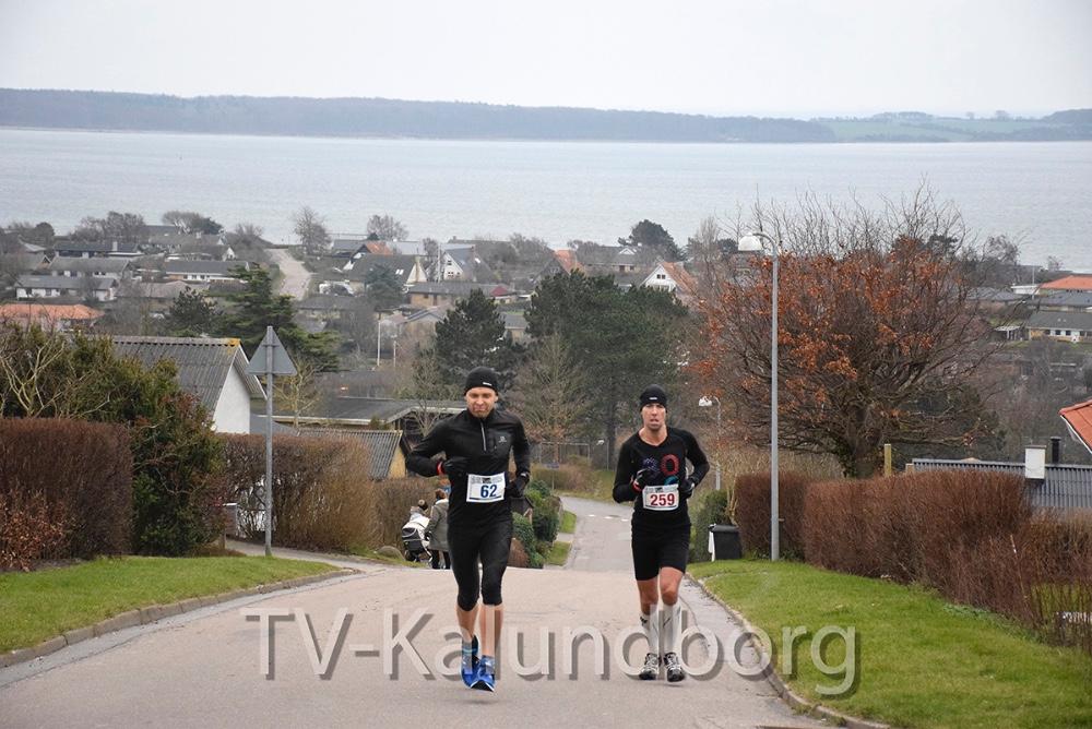 Nogle af de første på vej til tops på Bøgebakken. Foto: Gitte Korsgaard.