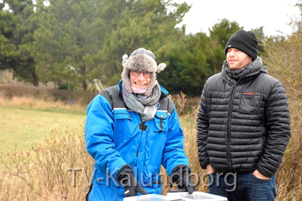 De frivilligeved depoterne til vintermaraton i Kalundborg havde godt med tøj på i dag. Foto: Gitte Korsgaard