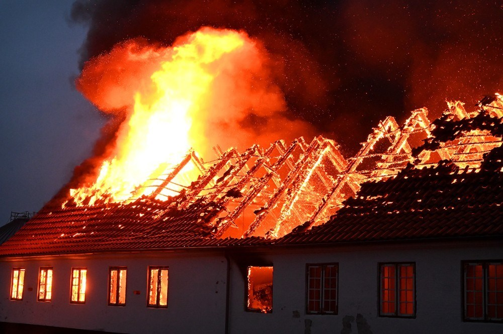 Politiets teknikere har nu fundet årsagen til den voldsomme brand. Foto: Jens Nielsen